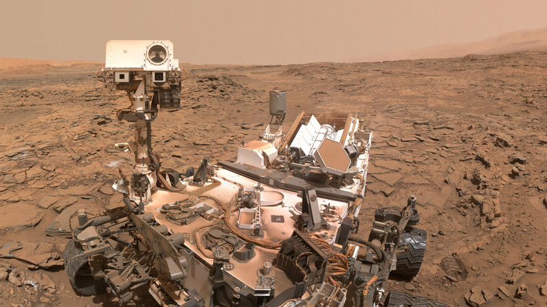 "Curiosity rover ""selfie"" on Mars from May 2016"