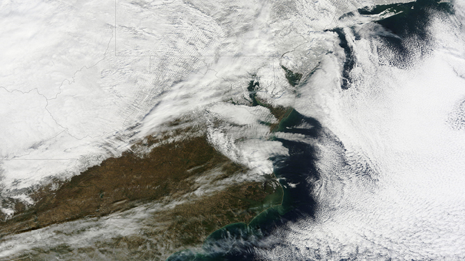 Satellite image of white snow clouds and snow over the Mid-Alantic U.S.