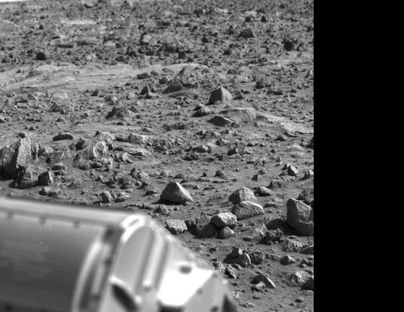 The letter 'B' or perhaps the figure '8' appears to have been etched into the Mars rock at the left edge of this picture taken by NASA's Viking 1 Lander. It is believed to be an illusion caused by weathering processes and the angle of the sun.
