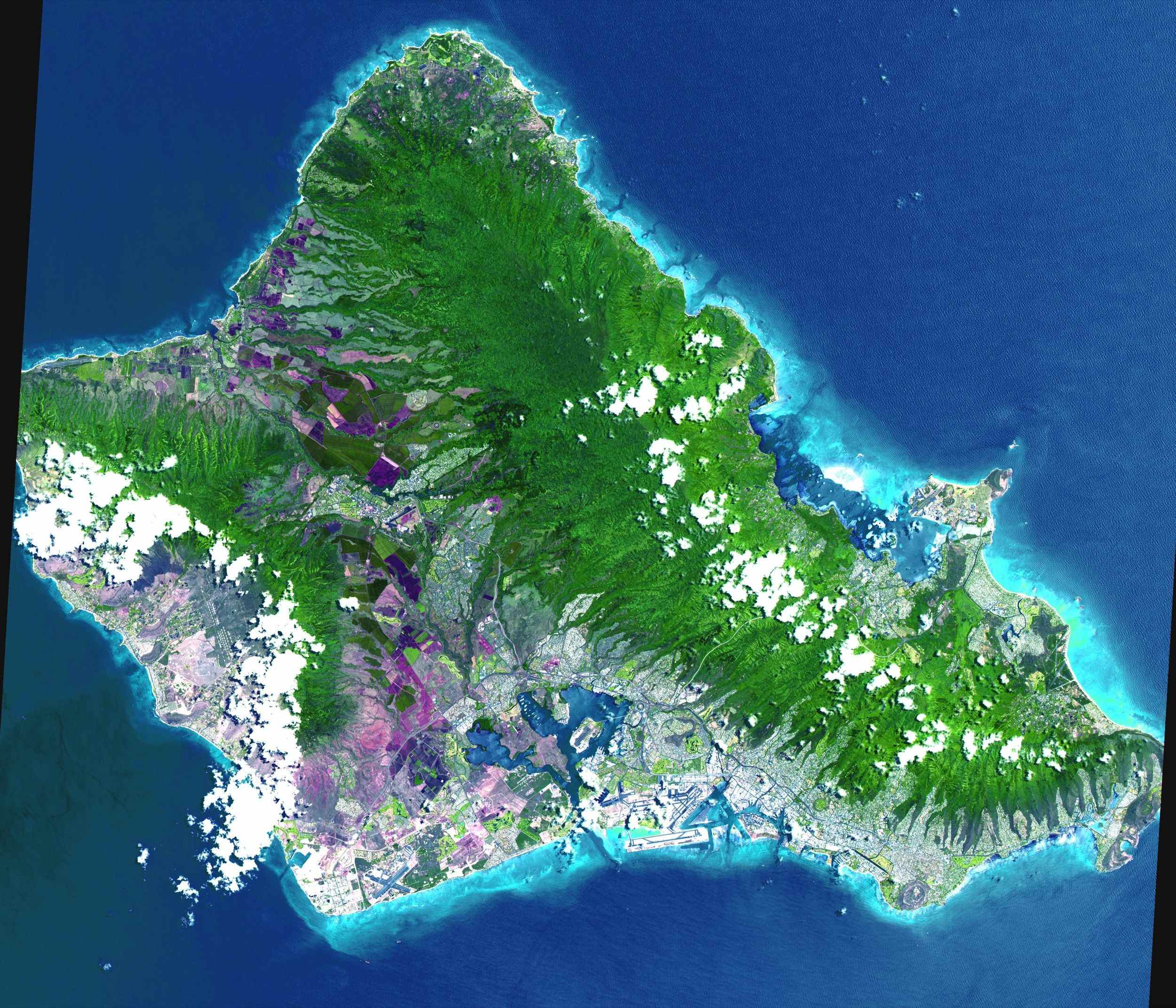 This image, acquired by NASA's Terra satellite on June 3, 2000, captured almost the entire island of Oahu, Hawaii.