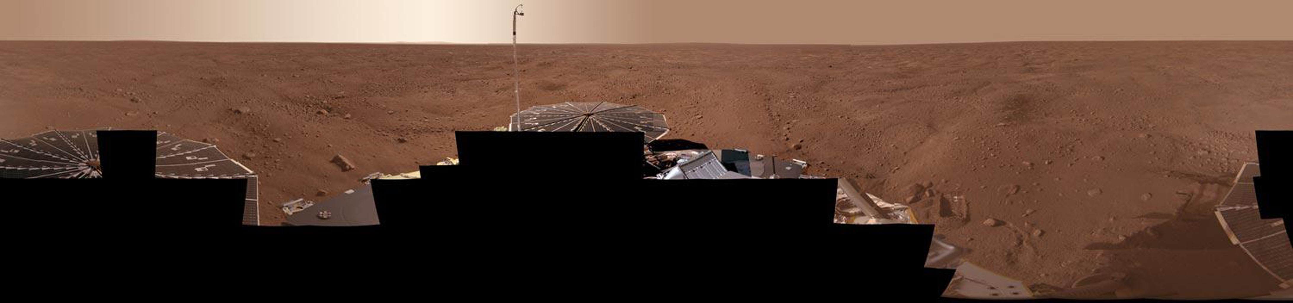 The full-circle panorama in approximately true color taken by NASA's Phoenix Mars Lander shows the polygonal patterning of ground at the landing area, similar to patterns in permafrost areas on Earth.