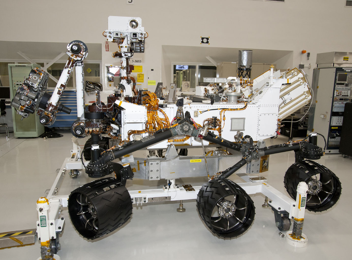 Space Images | NASA Mars Rover Curiosity at JPL, Side View