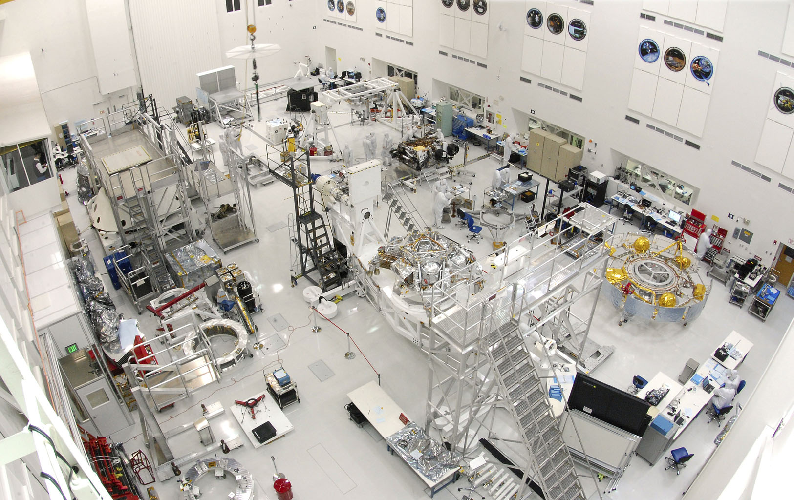 Space Images | Working on Curiosity in JPL Spacecraft ...