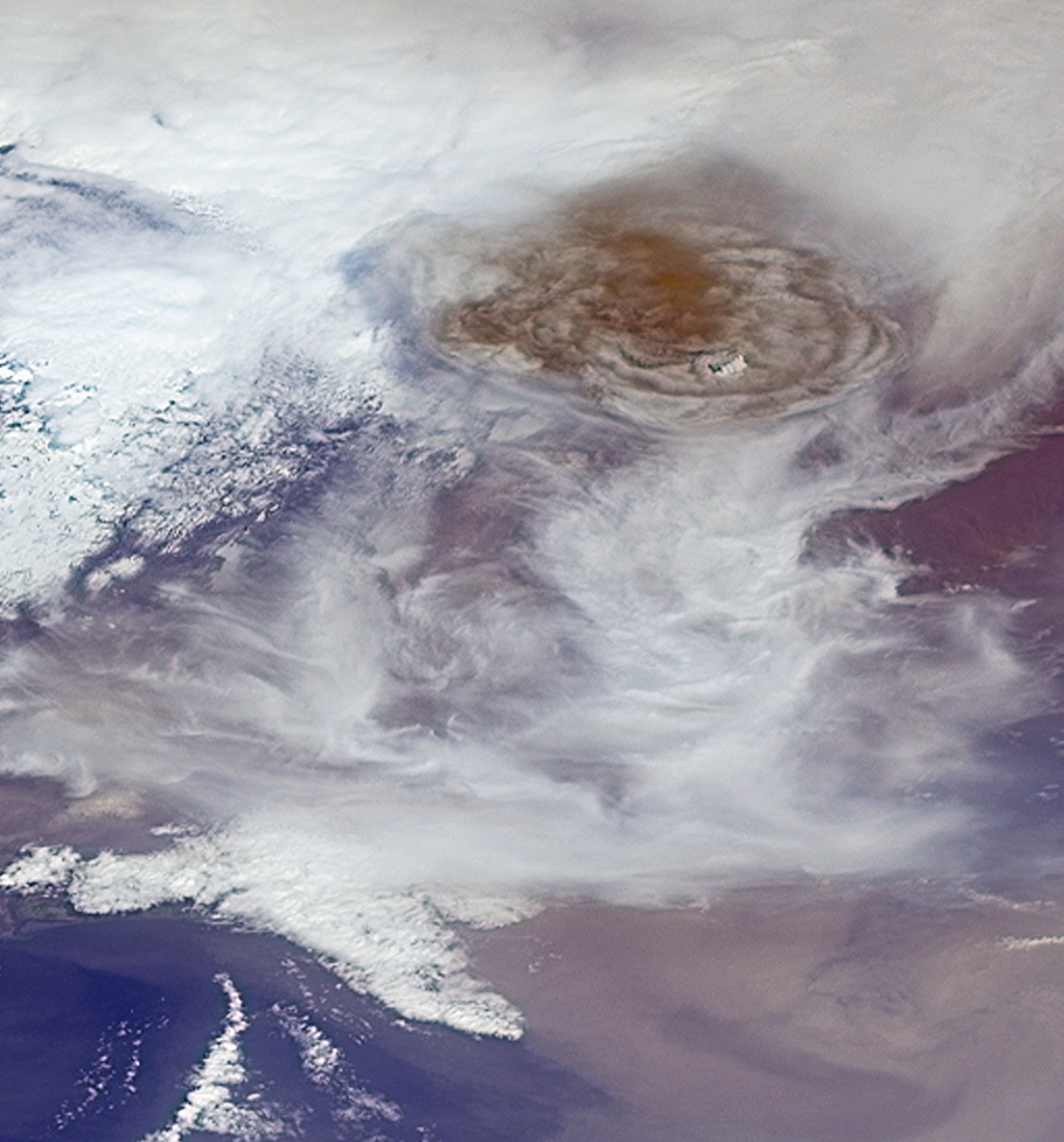 NASA's Terra spacecraft captured this image of Grímsvötn, the most active of Iceland's volcanoes, which began erupting around 5:30 p.m. local time (1730 UTC) on Saturday, May 21, 2011, east of the capital city of Reykjavik.