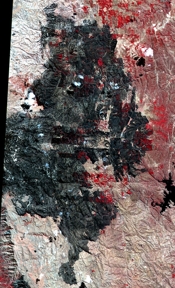 This image, acquired by NASA's Terra spacecraft, shows the Cordoba province of northern Argentina, struck by wildfires caused by high temperatures and strong winds.