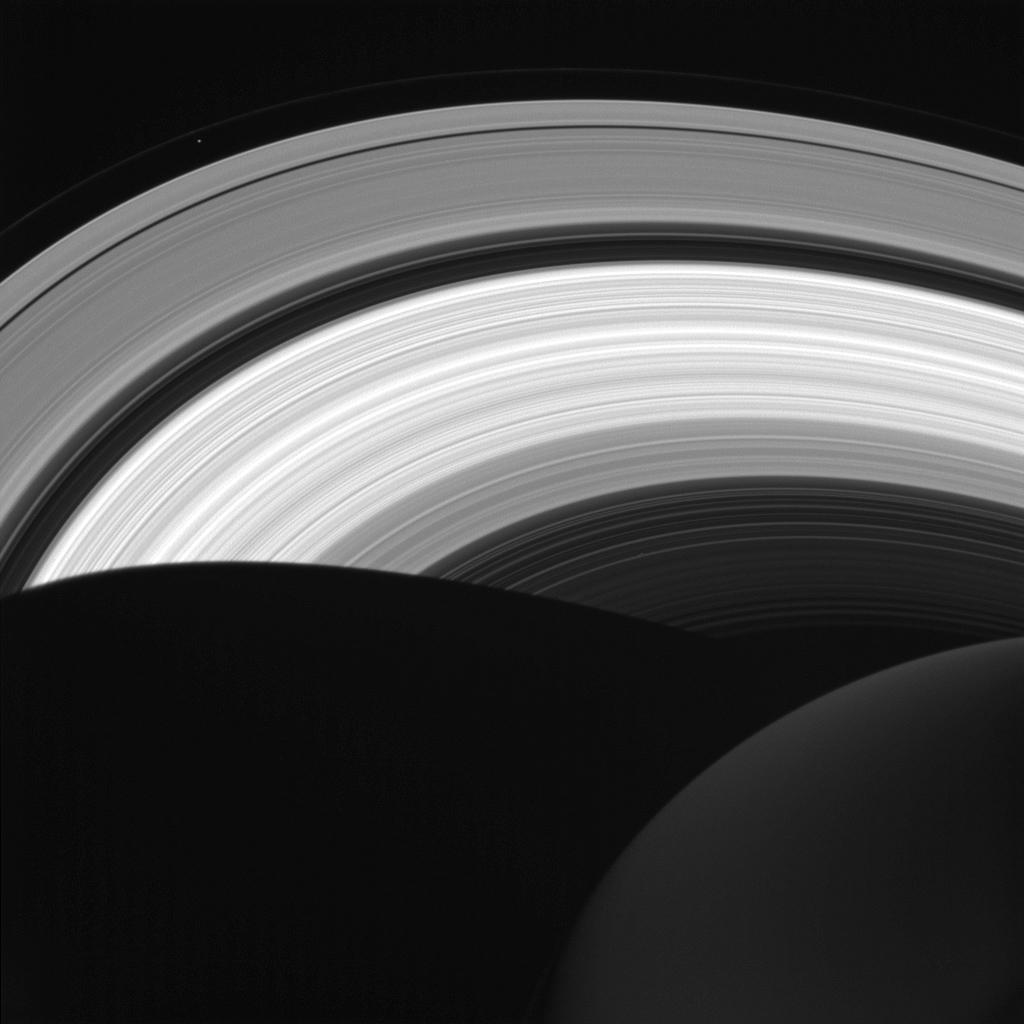 Saturns ringe oplyst af Solen