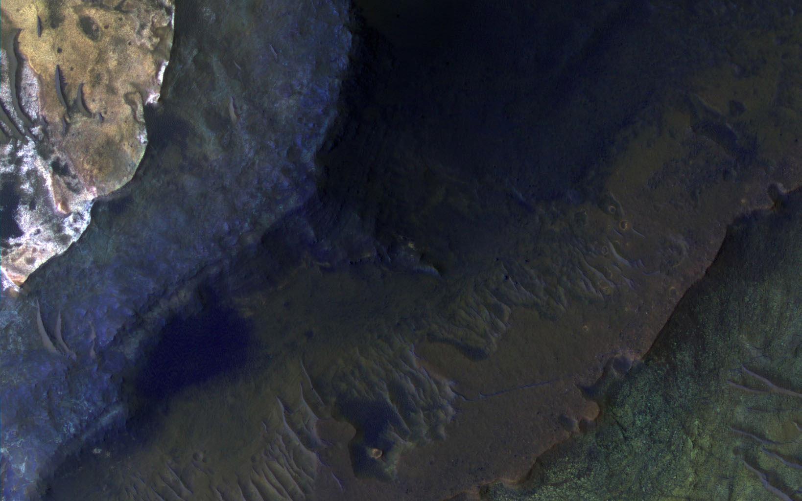 Capri Chasma regionen i Valis Marineris kløfterne