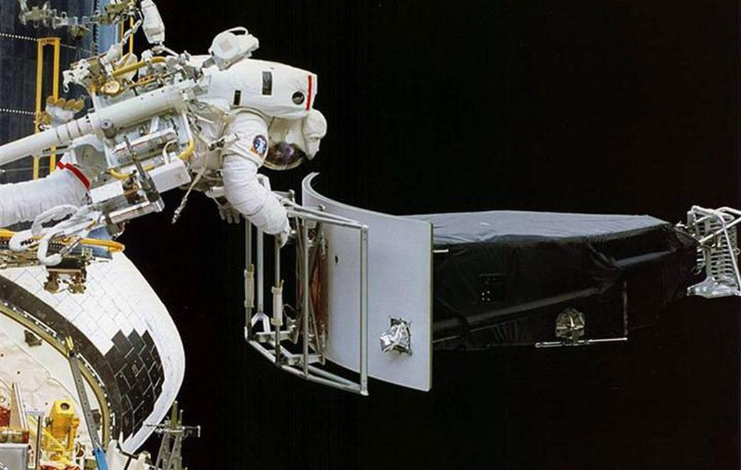This image of NASAs Hubble Space Telescope shows Astronaut Jeffrey Hoffman removing the Wide Field and Planetary Camera 1 (WFPC 1) during the first Hubble servicing mission (SM1), which took place in December, 1993.