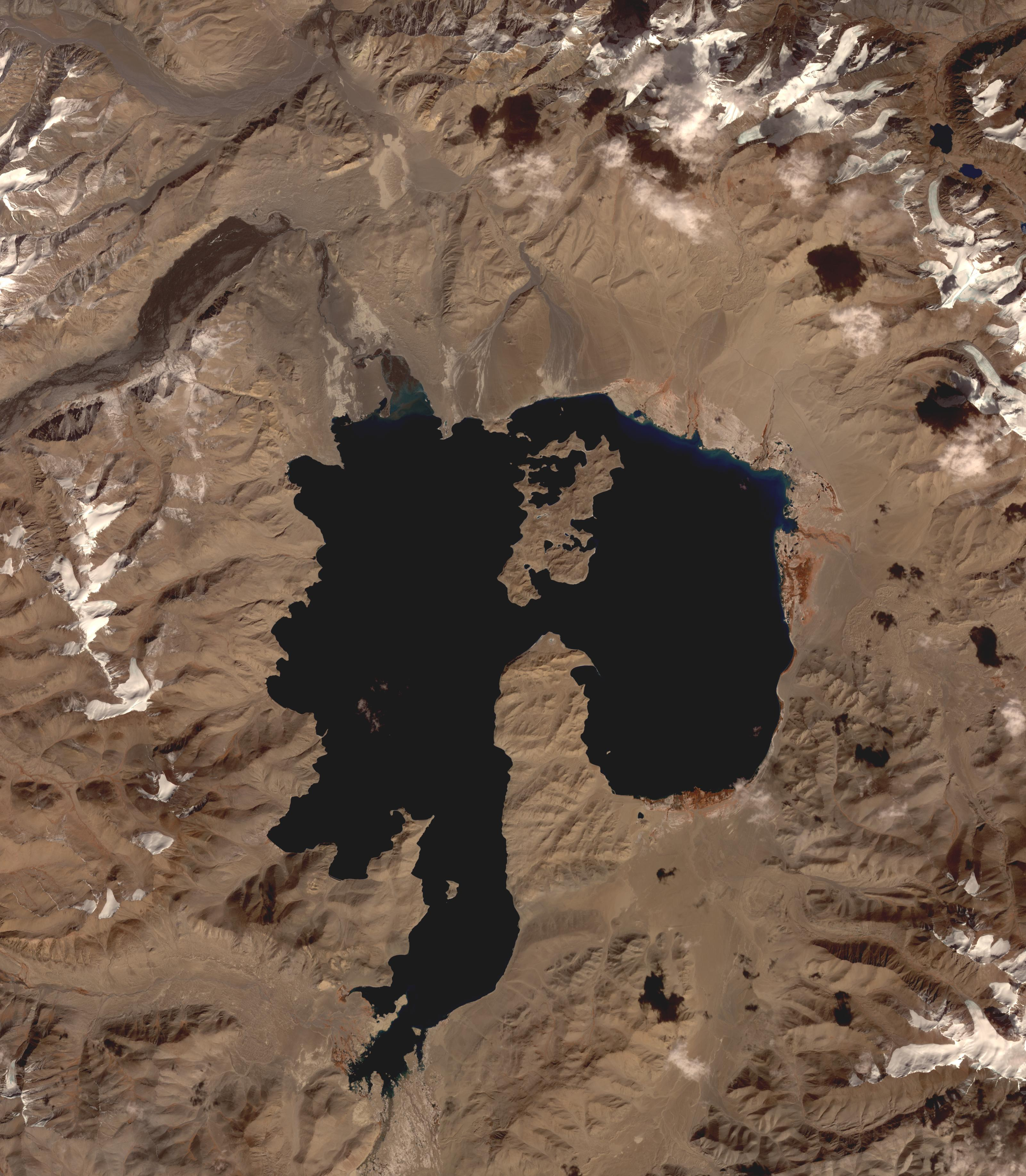 NASAs Terra spacecraft shows Lake Karakul in northeast Tajikistan, a hypersaline lake with no external drainage, receiving less than 3 cm precipitation per year.