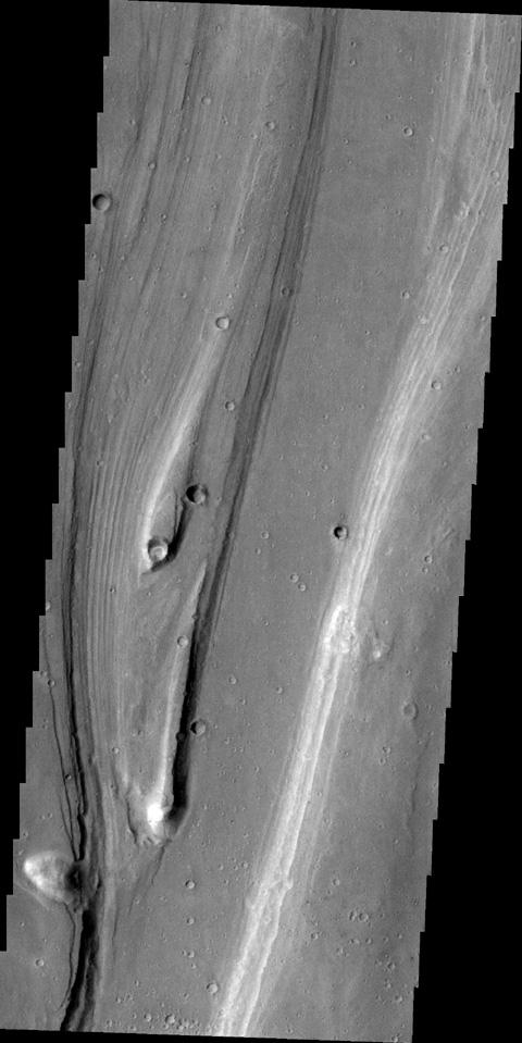 Streamlined islands indicate the direction of flow in this image of Shalbatana Vallis. taken by NASA's 2001 Mars Odyssey spacecraft.