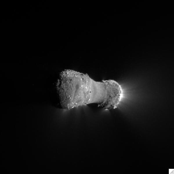 This close-up view of comet Hartley 2 was taken as NASA's EPOXI mission approached the comet at 6:59 a.m. PDT (9:59 a.m. EDT).