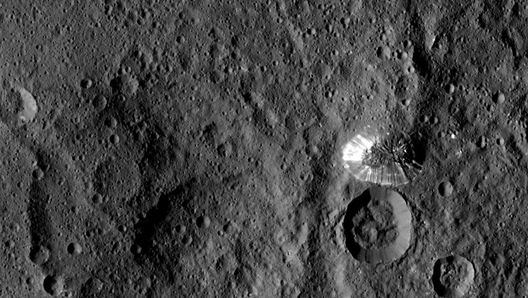 6km højt bjerg på Ceres