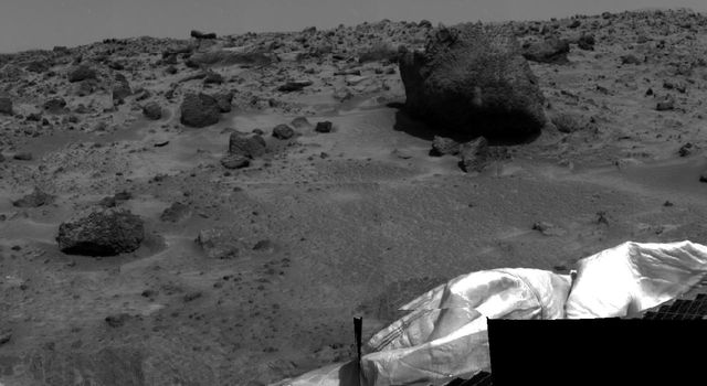 This image taken by NASAs Mars Pathfinder on July 5, 1997 (Sol 2), is of the smaller rock Barnacle Bill, and the larger rock nicknamed Yogi.