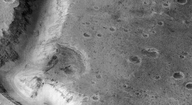 This picture of a canyon on the Martian surface was obtained on January 8, 1998 by NASA's Mars Global Surveyor; it shows the canyon of Nanedi Vallis, one of the Martian valley systems cutting through cratered plains in the Xanthe Terra region of Mars.
