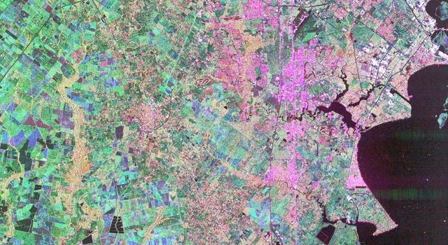 This image from NASA's Spaceborne Imaging Radar-C/X-band Synthetic Aperture Radar of Houston, Texas, shows the amount of detail that is possible to obtain using spaceborne radar imaging.