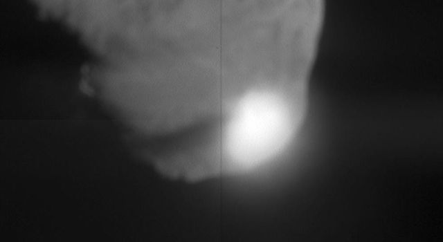 When NASA's Deep Impact probe collided with Tempel 1, a bright, small flash was created, which rapidly expanded above the surface of the comet. This flash lasted for more than a second.
