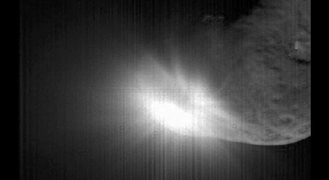 NASA's Deep Impact's flyby spacecraft shows the flash that occurred when comet Tempel 1 ran over the spacecraft's probe taken by the high-resolution camera over a period of 40 seconds.