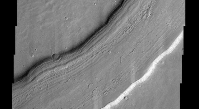 Reull Vallis, located in Mars' cratered southern hemisphere, flows for over 1,000 km (about 620 miles) toward the Hellas basin. This NASA Mars Odyssey image shows a portion of the channel with its enigmatic lineated floor deposits.