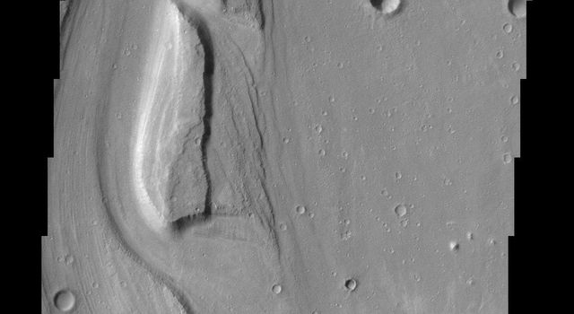 The sinuous channels and streamlined islands at the junction of Shalbatana and Simud Vallis, seen in this NASA Mars Odyssey image, present an erosional history of the catastrophic floods that scoured the Martian surface hundreds of millions of years ago.