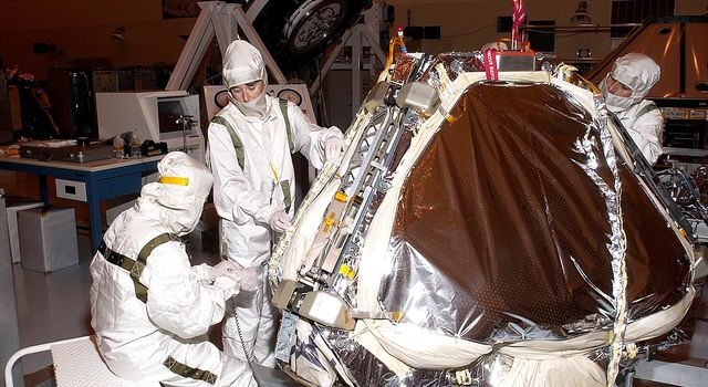 Air bags are installed on the lander on Mars Exploration Rover 1 (MER-1).