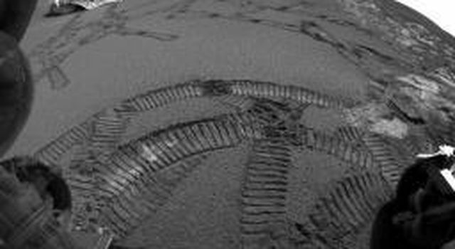 This image shows NASA's Mars Exploration Rover Opportunity's tracks left by the rover during its latest 'dance,' or series of maneuvers, around the rock outcrop near its landing site on Meridiani Planum.
