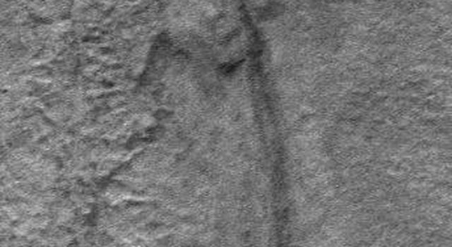 Groundwater May be Source for Erosion in Martian Gullies