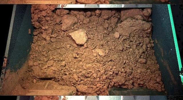 NASA's Phoenix Mars Lander shows 3 images of a handful of martian soil the robotic arm scoop dug from the digging site informally called 'Knave of Hearts,' from the trench informally called 'Dodo' on June 1, 2008.