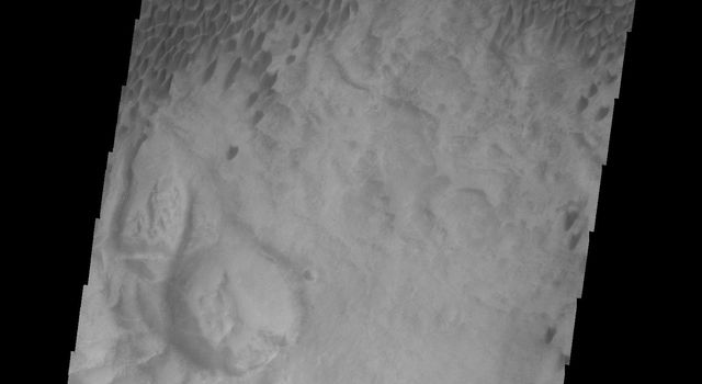 This 2001 Mars Odyssey image shows dunes in Aonia Terra on Mars.