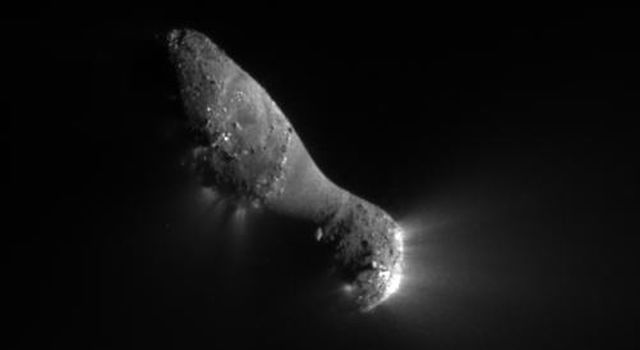 This close-up view of comet Hartley 2 was taken at 7:00 a.m. PDT (10 a.m. EDT), after NASA's EPOXI mission flew by.