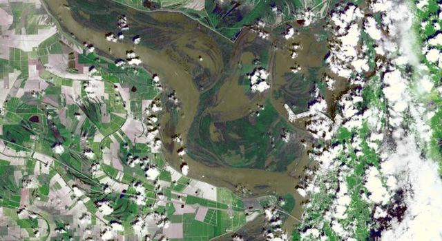 At the time NASA's Terra spacecraft acquired this image, the Mississippi River had reached a level of 53 feet (16.2 meters), 3 feet (1 meter) above the major flood stage. Flood water had already inundated parts of Vicksburg, Mississippi.