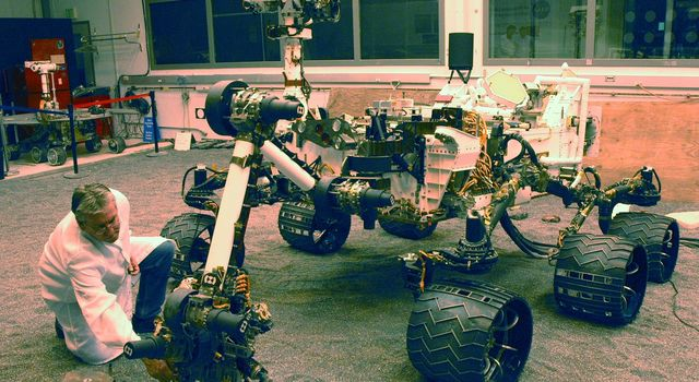 A NASA Mars Science Laboratory test rover called the Vehicle System Test Bed, or VSTB, at NASA's Jet Propulsion Laboratory, Pasadena, CA serves as the closest double for Curiosity in evaluations of the mission's hardware and software.
