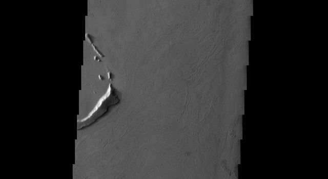 The streamlined islands in this image captured by NASA's 2001 Mars Odyssey spacecraft are part of Marte Vallis.