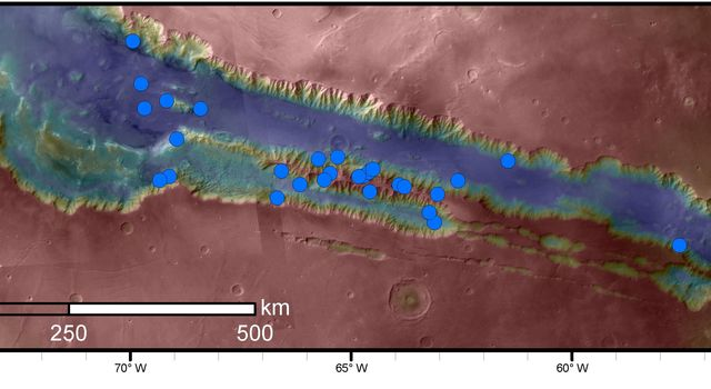 Sites with Seasonal Streaks on Slopes in Mars Canyons
