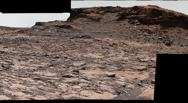 This panorama combines sets of images taken by NASA's Curiosity Mars rover from the 'Murray Buttes' area on Mars' lower Mount Sharp.