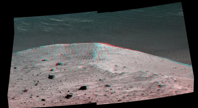 'Spirit Mound' at Edge of Endeavour Crater, Mars (Anaglyph)