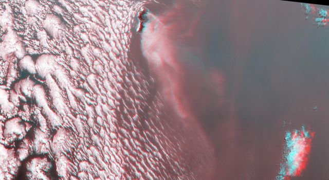 Deadly Fires Engulfing Madeira seen by NASA's MISR (Anaglyph)