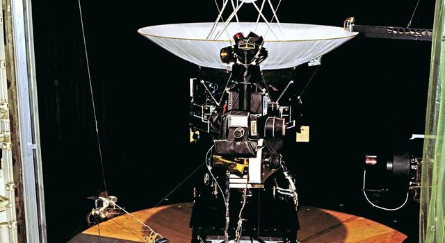 Voyager 2 Flight Hardware