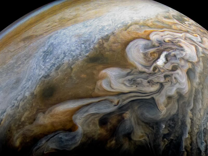 Jupiter's Swirling Cloud Formations  PIA21978-800x600