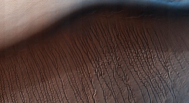 Squiggles in Hellas Planitia