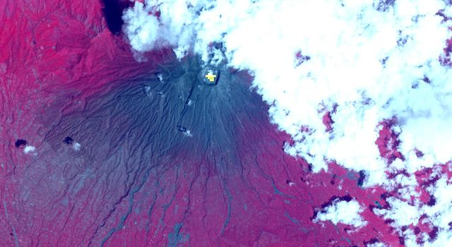 Indonesia's Active Mount Agung Volcano Imaged by NASA Spacecraft