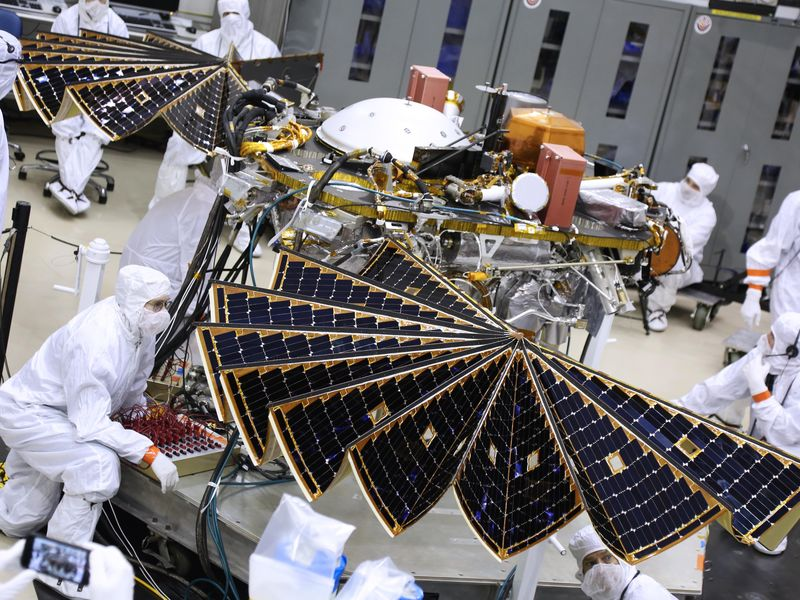NASA's Next Mars Lander Spreads its Solar Wings PIA22205-800x600