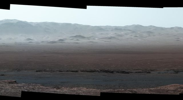 Wide-Angle Panorama from Ridge in Mars