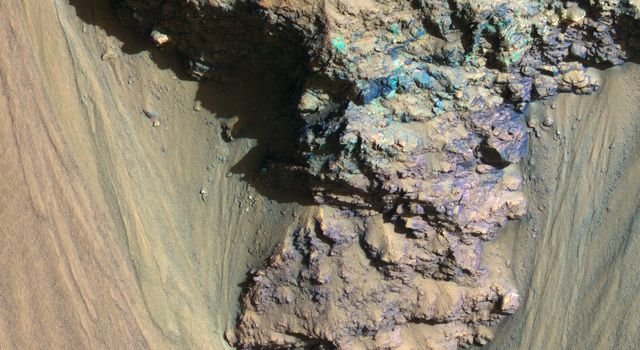Geologic History Revealed in Valles Marineris