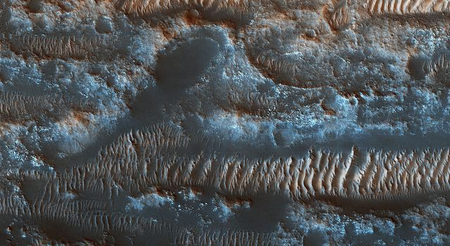 The Moving Sands of Lobo Vallis