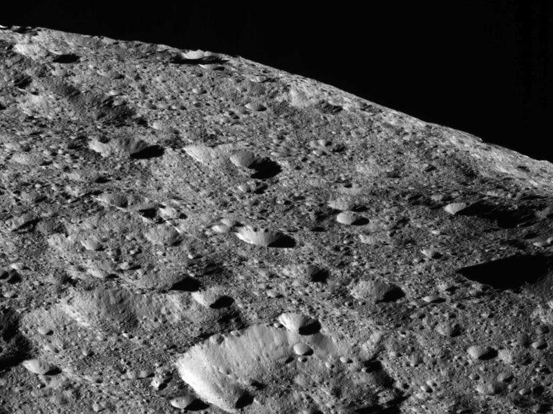 Dawn Mission: New Orbit, New Opportunities  PIA22476-800x600
