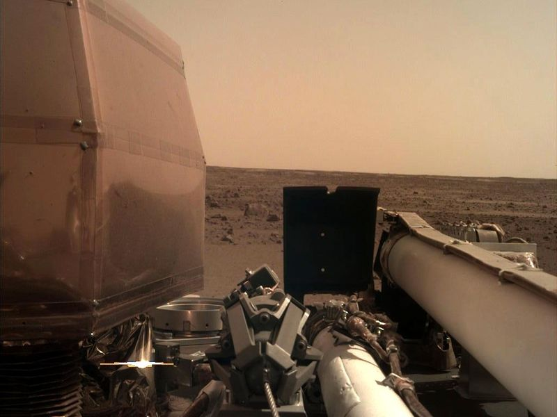 InSight Is Catching Rays on Mars PIA22575-800x600