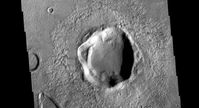 This image from NASAs Mars Odyssey shows a portion of Noachis Terra to the northeast of Argyre Planitia.