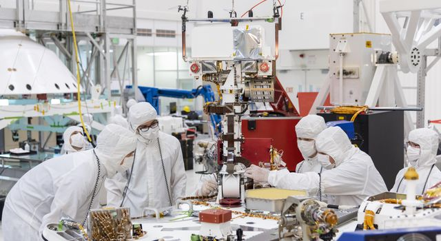 Engineers and technicians at NASAs Jet Propulsion Laboratory in Pasadena, California, install the remote sensing mast on the Mars 2020 rover.