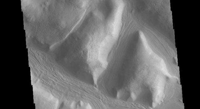 This image from NASAs Mars Odyssey shows the margin of the Terra Sabaea highlands and the Nilosyrtis Mensae lowlands.