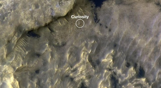 HiRISE Watches Curiosity Journey Across the Clay Unit